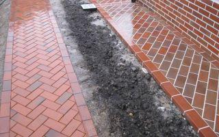 Как сделать отмостку вокруг дома из тротуарной плитки?