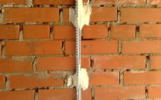 Установка маячков для выравнивания стен