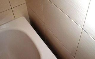 Как заделать щель между ванной и стеной — пошаговая инструкция