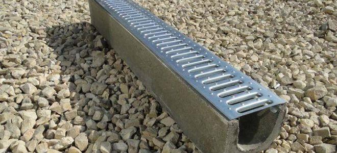 Достоинства, недостатки и размеры водоотводных бетонных лотков