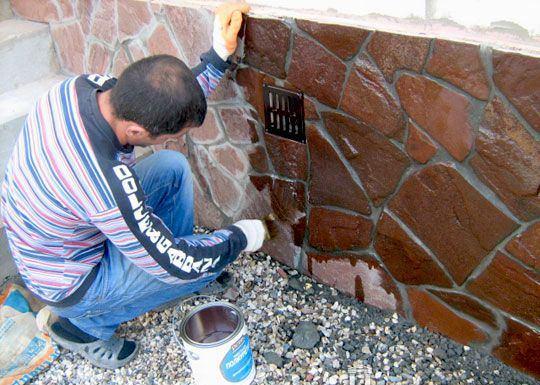 Отделка цоколя природным камнем