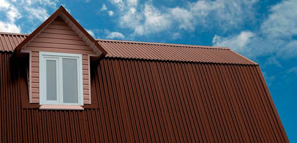 Дом с металлопрофилем на крыше