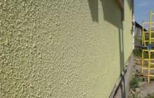 Фасадная штукатурка на стене дома