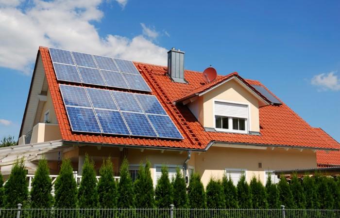 Дом с солнечными панелями