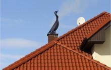 Флюгер на дымоходе крыши