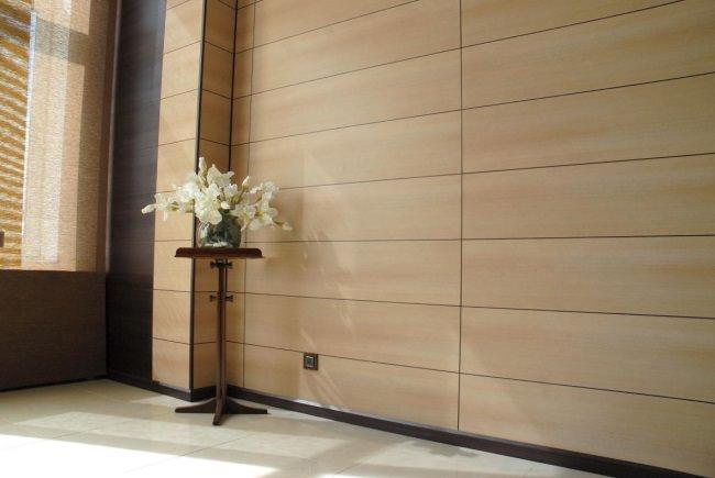 Комната, обделанная МДФ панелями