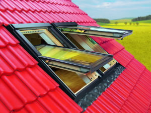 Мансардное окно на крыше дома