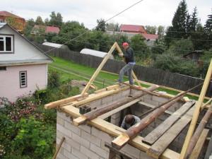 Монтаж двускатной крыши