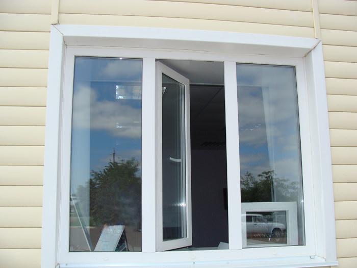 Пластиковое окно в доме