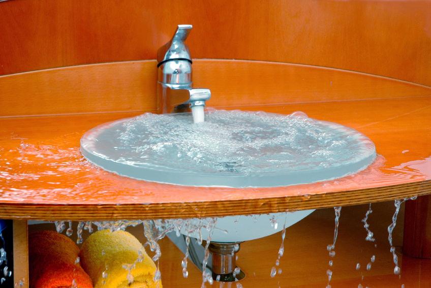 Вода в раковине