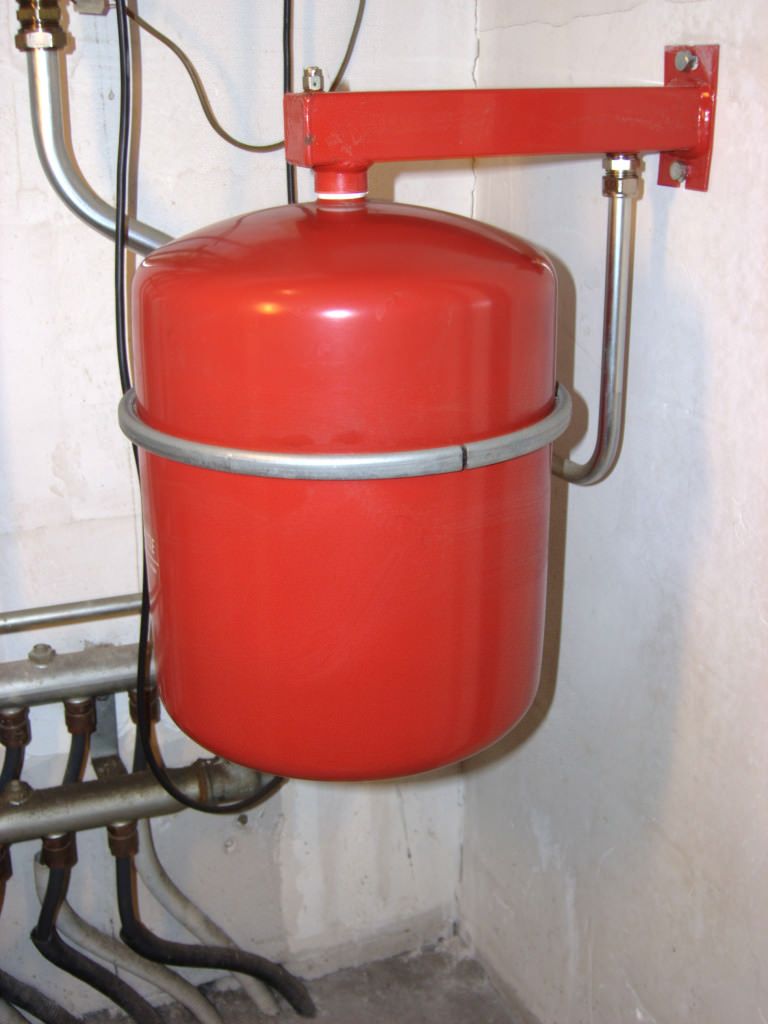 Закрытый расширительный бак для отопления