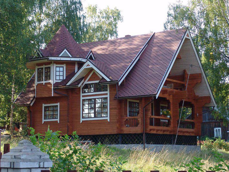 Дом с красивей крышей