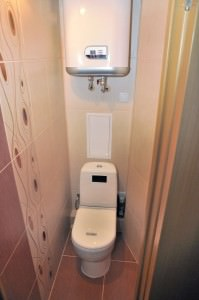 Фальшстена в туалете