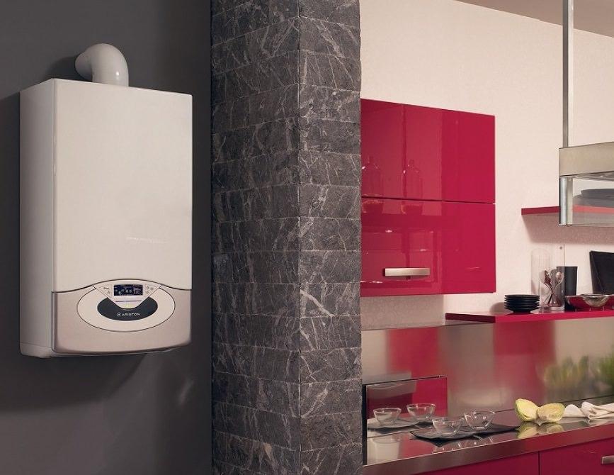 Газовый котел Аристон на кухне