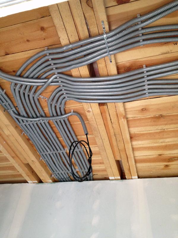 Открытая проводка в доме