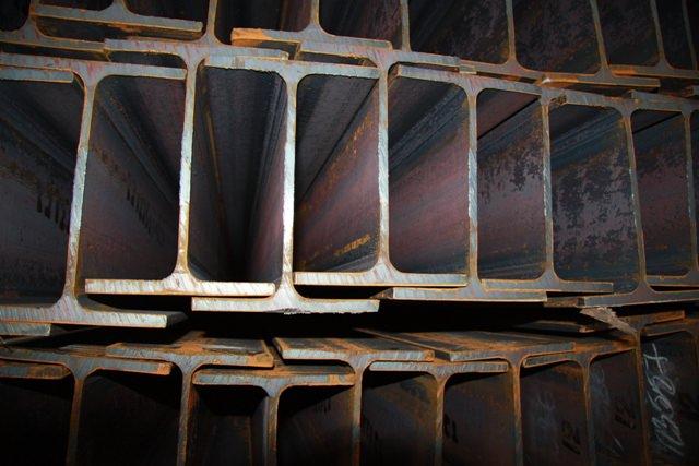 Двутавровые стальные балки