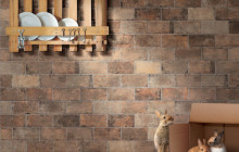 Стена с плиткой под кирпич