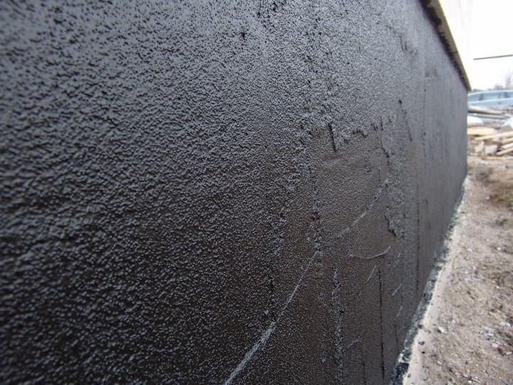 Жидкая резина на стене