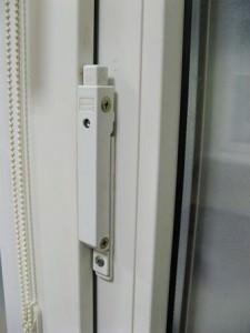 Автоматический блокиратор на окне