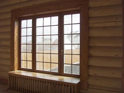 Деревянные окна в деревянном доме