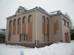 Керамогранитный вентфасад здания
