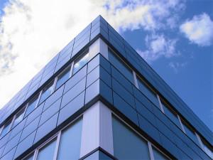 Металлический вентфасад здания