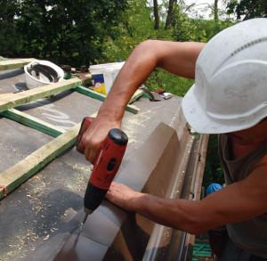 Монтаж капельника для крыши