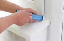 Нанесение жидкого пластика на окно