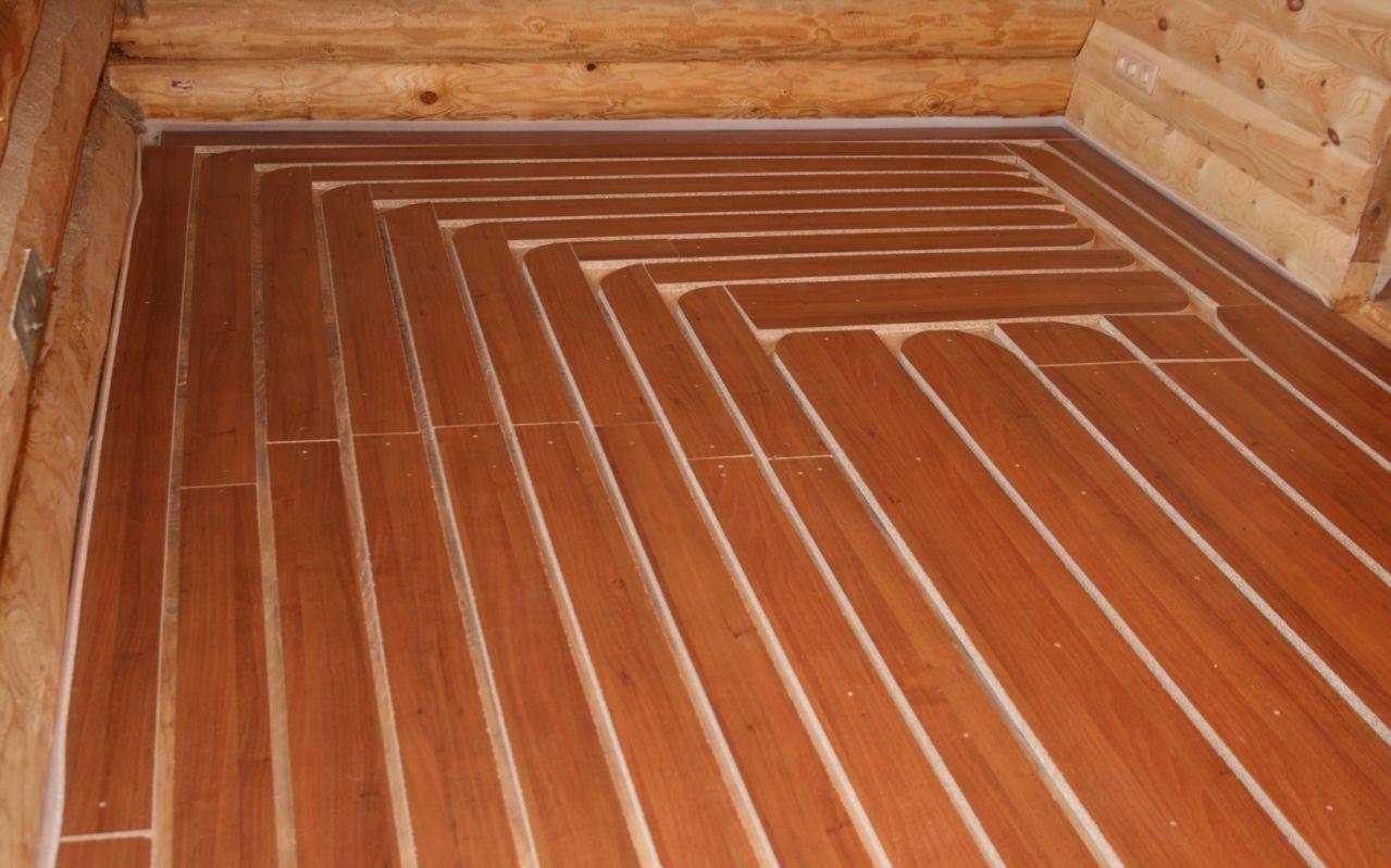 легкий теплый пол водяной в деревянном