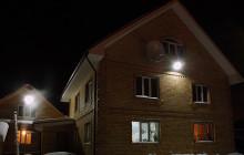 Дома, освещенные прожекторами