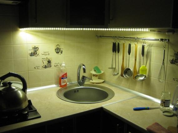 Кухня, с установленной светодиодной лентой