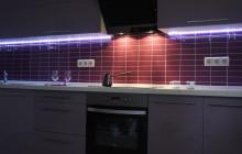 Кухня со светодиодной лентой