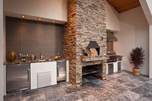 Отделанная дровянная печь