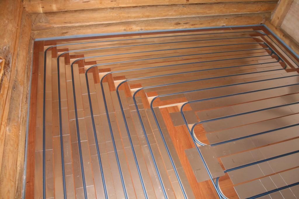Водяной теплый пол на деревянном полу