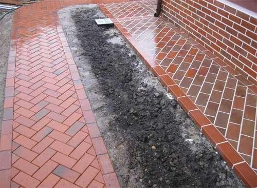 Из бетона можно сделать отмостку самому!