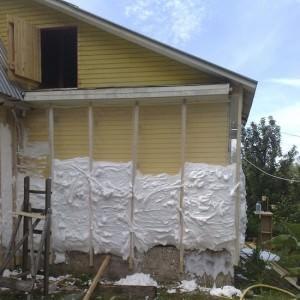 Пеноизол на стенах дома как утеплитель